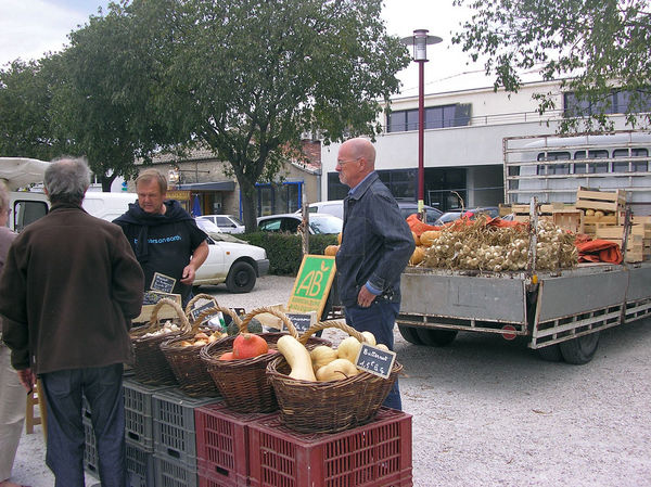 Am Biostand am Markt in Le Coustellet